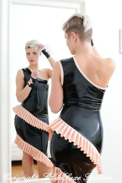 Damen Cocktailkleid mit umlaufender Doppelrüsche