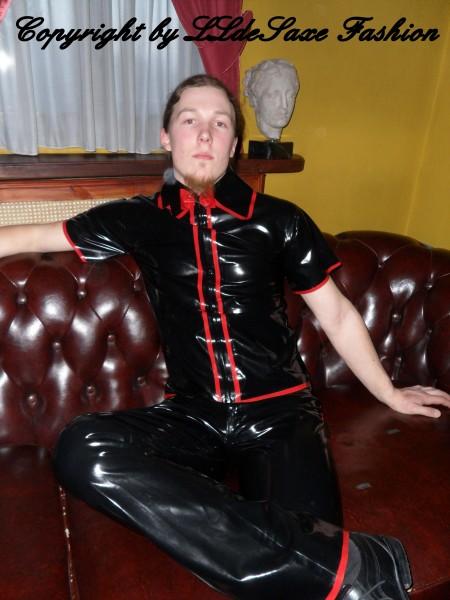 Herrenhemd mit senkrecht verlaufenden Streifen